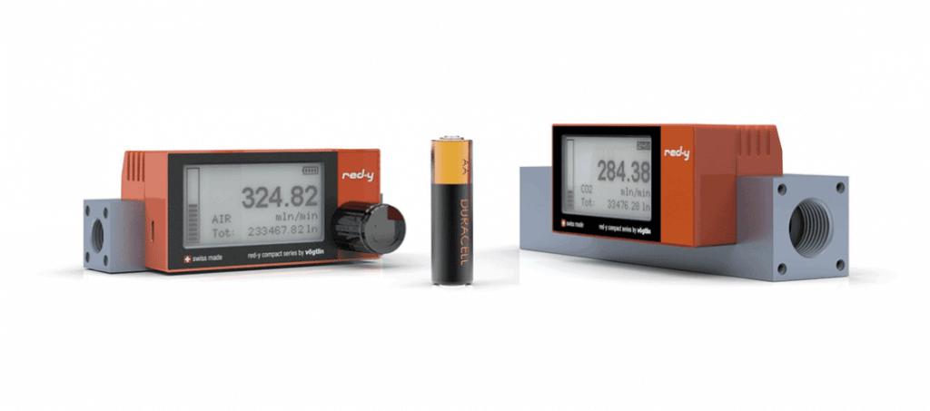 Batteriebetriebene Massestrommesser für Gase mit integrierter Anzeige red-y compact series