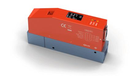 Thermische Massedurchflussmesser und Regler mit integrierter Anzeige