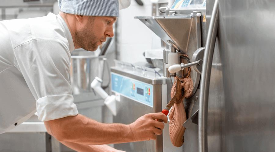 Speiseeisherstellung mit digitalen Durchflussreglern